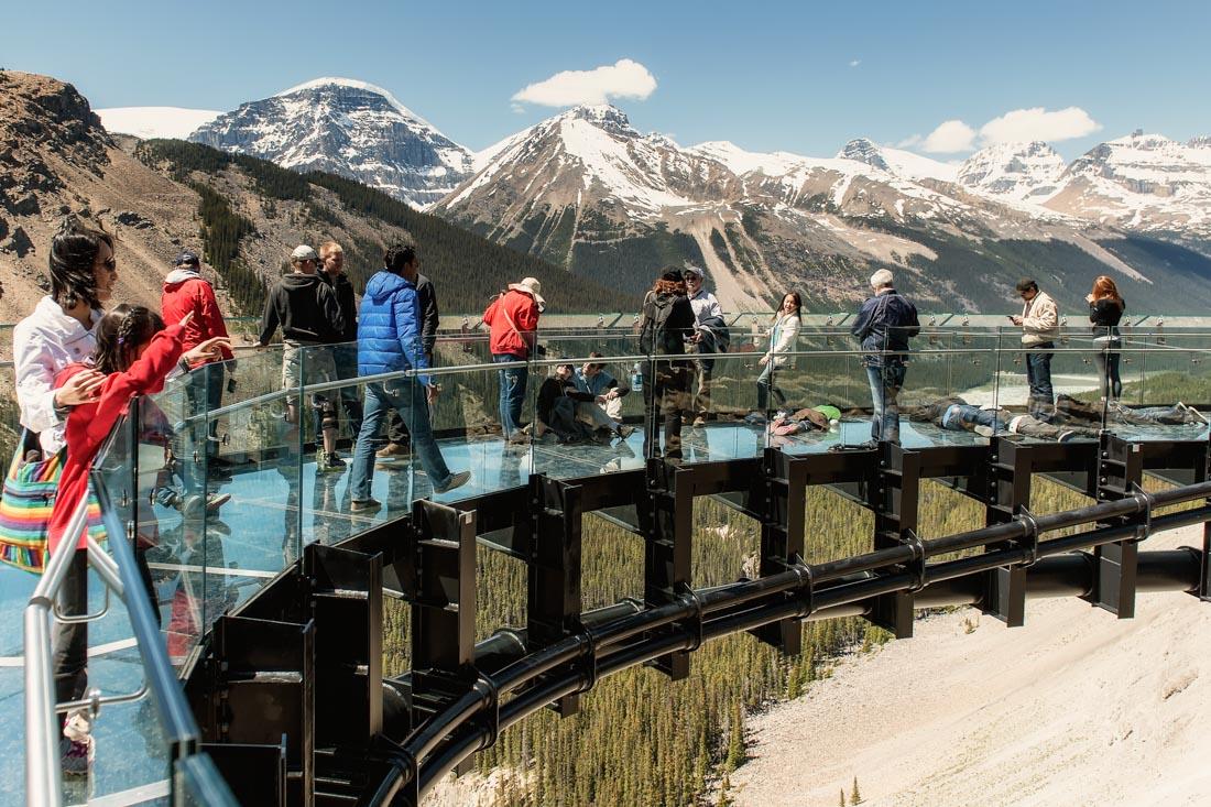 Смотровая площадка Glacier Skywalk (национальный парк Джаспер, Канада) — сделана в виде стеклянной д