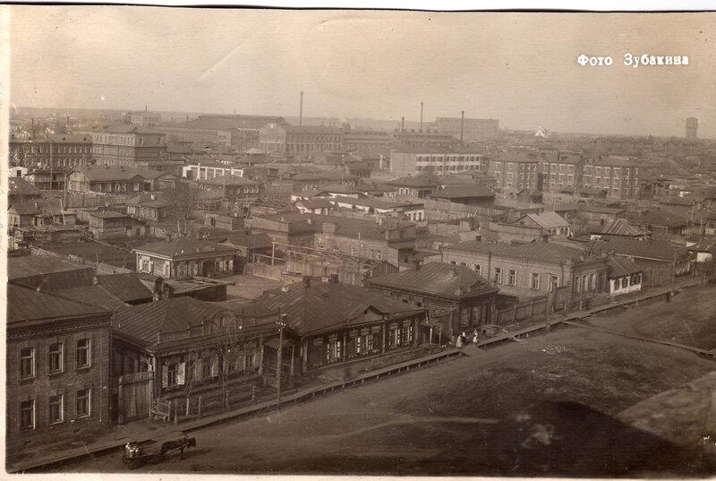 Вид с колокольни Крестовоздвиженской церкви на улицу Третьяковскую1930-е гг-..jpg