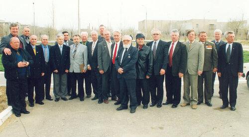 Ветераны 44275 на 40 лет 10 апреля 2002 года.jpg
