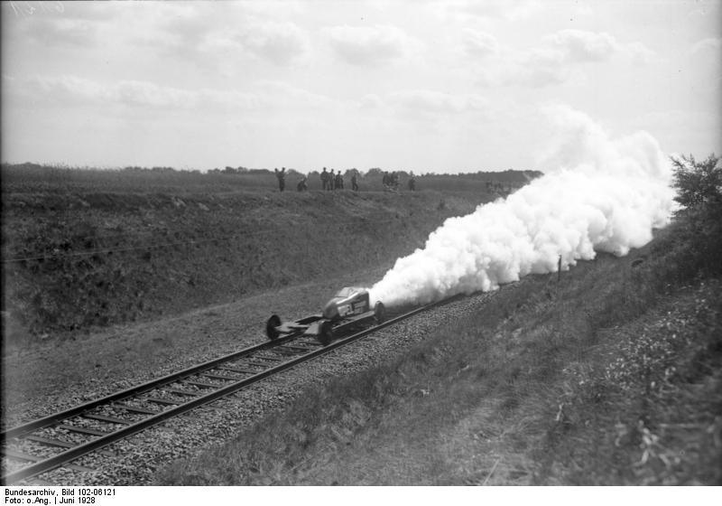 Burgwedel, Raketenwagen auf Eisenbahnschienen
