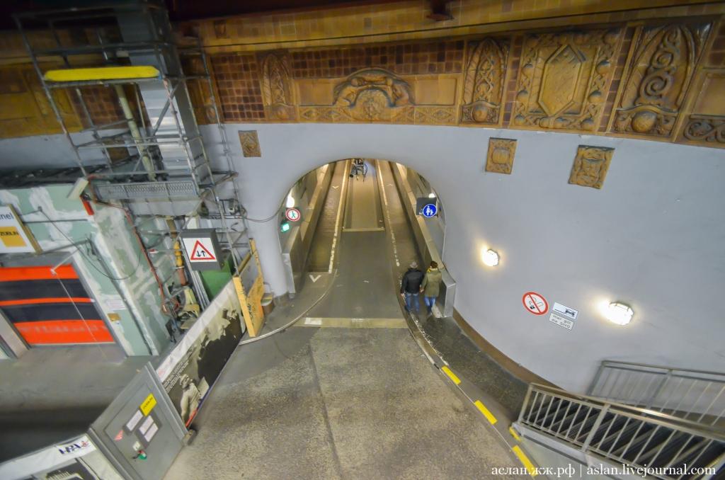 Как устроен старый тоннель под Эльбой в Гамбурге