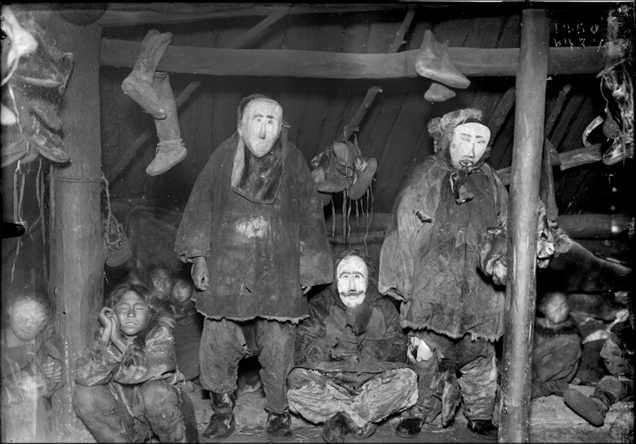 Коряки в деревянных церемониальных масках. 1901