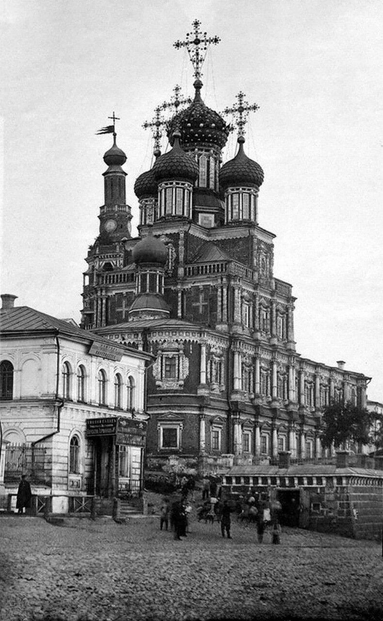Улица Рождественская. Рождественская церковь. До реставрации 1870-1880 г.г