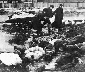 1942, Весна. Вывоз трупов с пустыря Волкова кладбища в блокадном Ленинграде