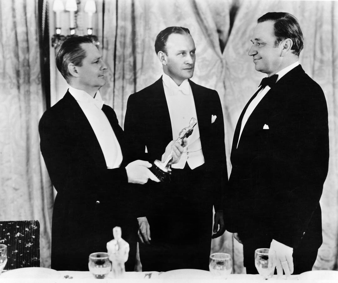 1933. Уоллес Бири, Лайонел Берримор и ведущий церемонии Конрад Нэйджел