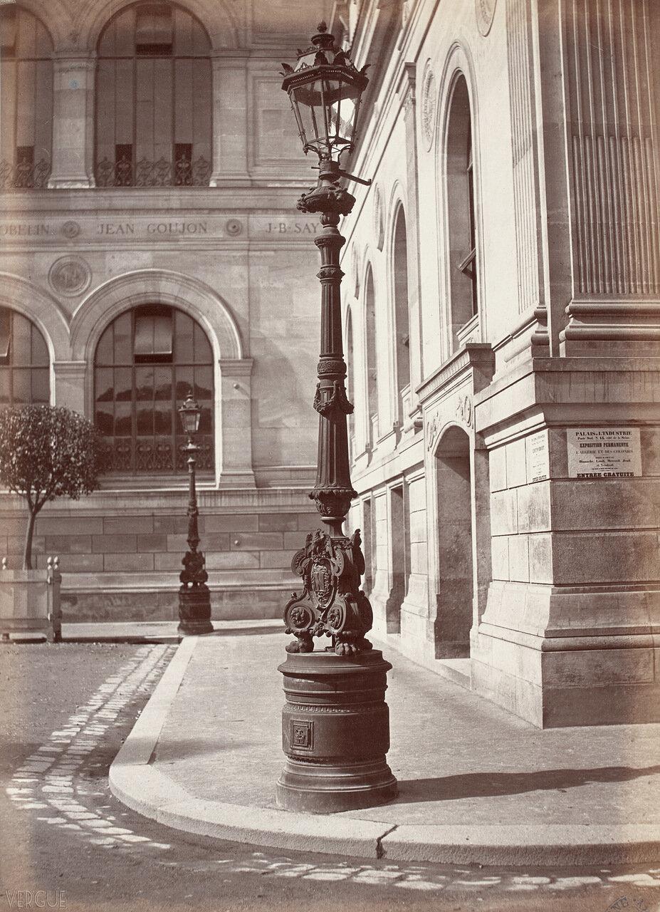Газовый фонарь у входа во Дворец промышленности. 1869