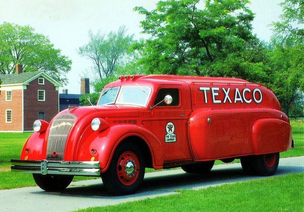 1939 Dodge Airflow Texaco Tanker Truck.jpg
