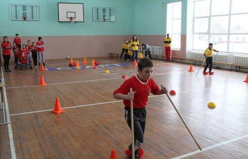 Учащиеся 2-3 классов, их родители и педагоги,  посоревновались  в зимних видах спорта
