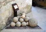 Каменные ядра для метательных машин и деревянных пушек (XV—XVI вв.)