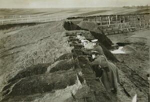 Русские солдаты в покинутом австрийцами форте.