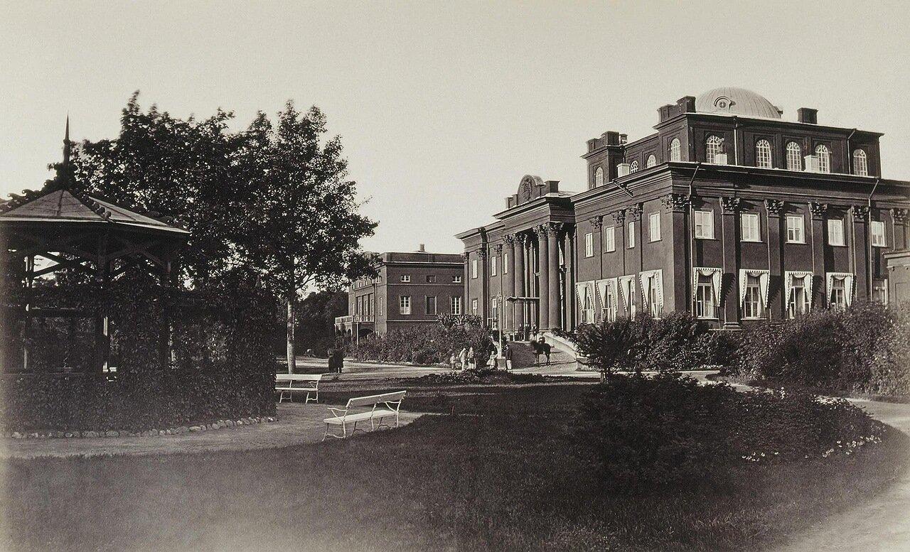 Дворец И.Ф. Паскевича в Гомеле. Фасад и флигеля со стороны площади