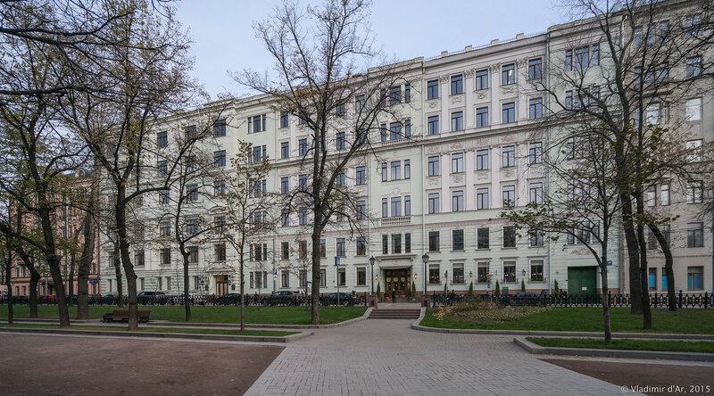 Доходный дом Н. П. Ламановой (1908, арх. Н. Г. Лазарев). Тверской бульвар, 10.