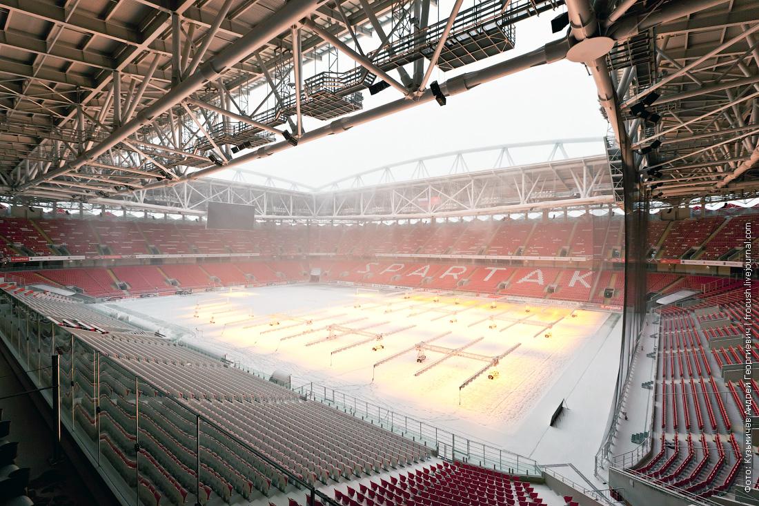футбольное поле под снегом зима Москва Спартак стадион Открытие Арена
