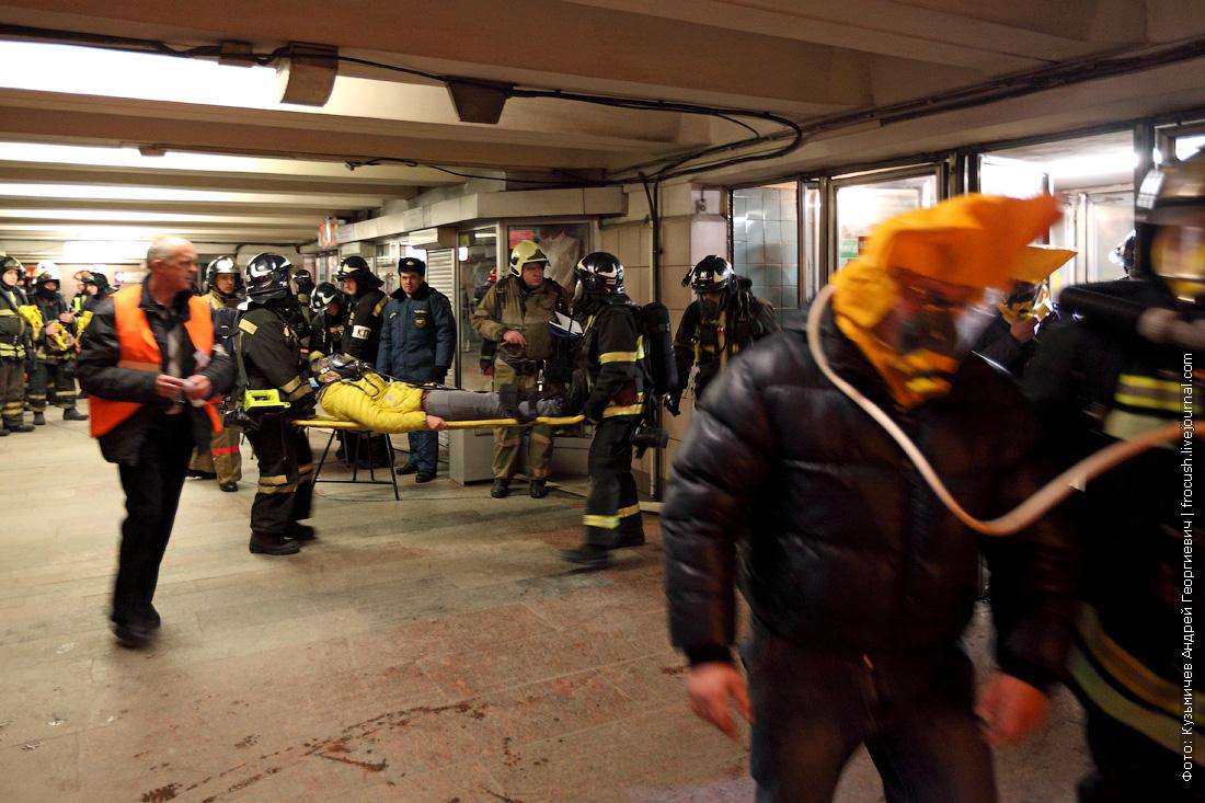 спасательные работы после взрыва в метро учения