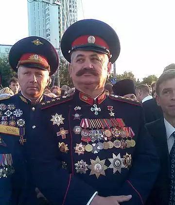 Ряженый атаман казак Козицын увешанный чужими наградами 1.png