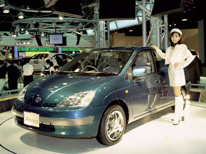1995 Tokyo Auto Show and is the first reveal of what two years later would become the first generation Prius for Japanese consumption.jpg