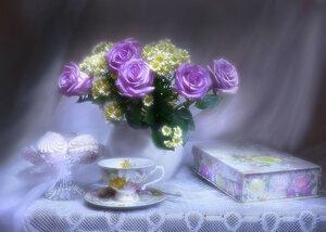 Сиренью бледнеющей, розы...