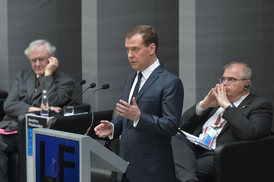 Медведев на ПМЮФоруме.png