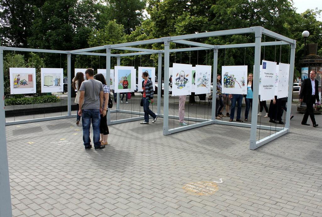 Выставка политических карикатур на Подоле