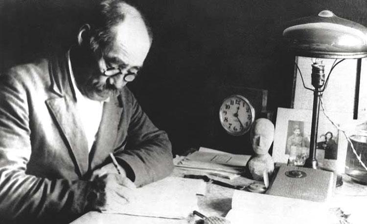 Тыко Вылка в рабочем кабинете ,Белушья Губа,1940-е годы 750.jpg