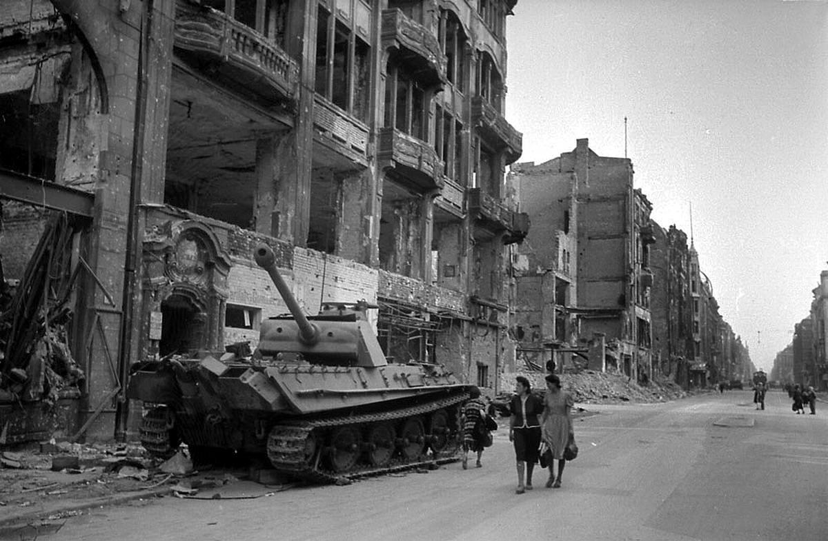 Падение Берлина на фотографиях весны 1945 года (32)