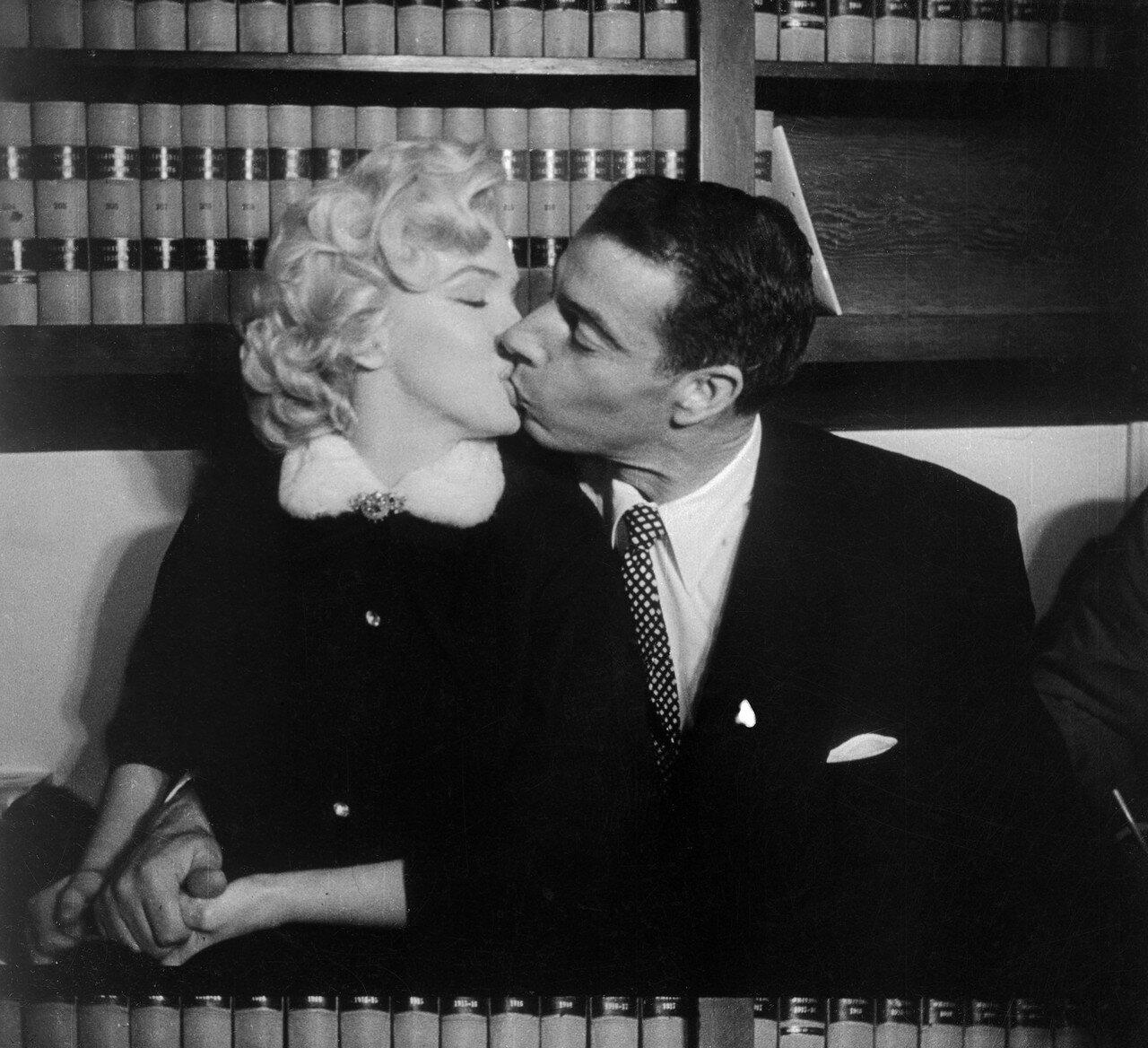 Marilyn Monroe Kissing Joe DiMaggio
