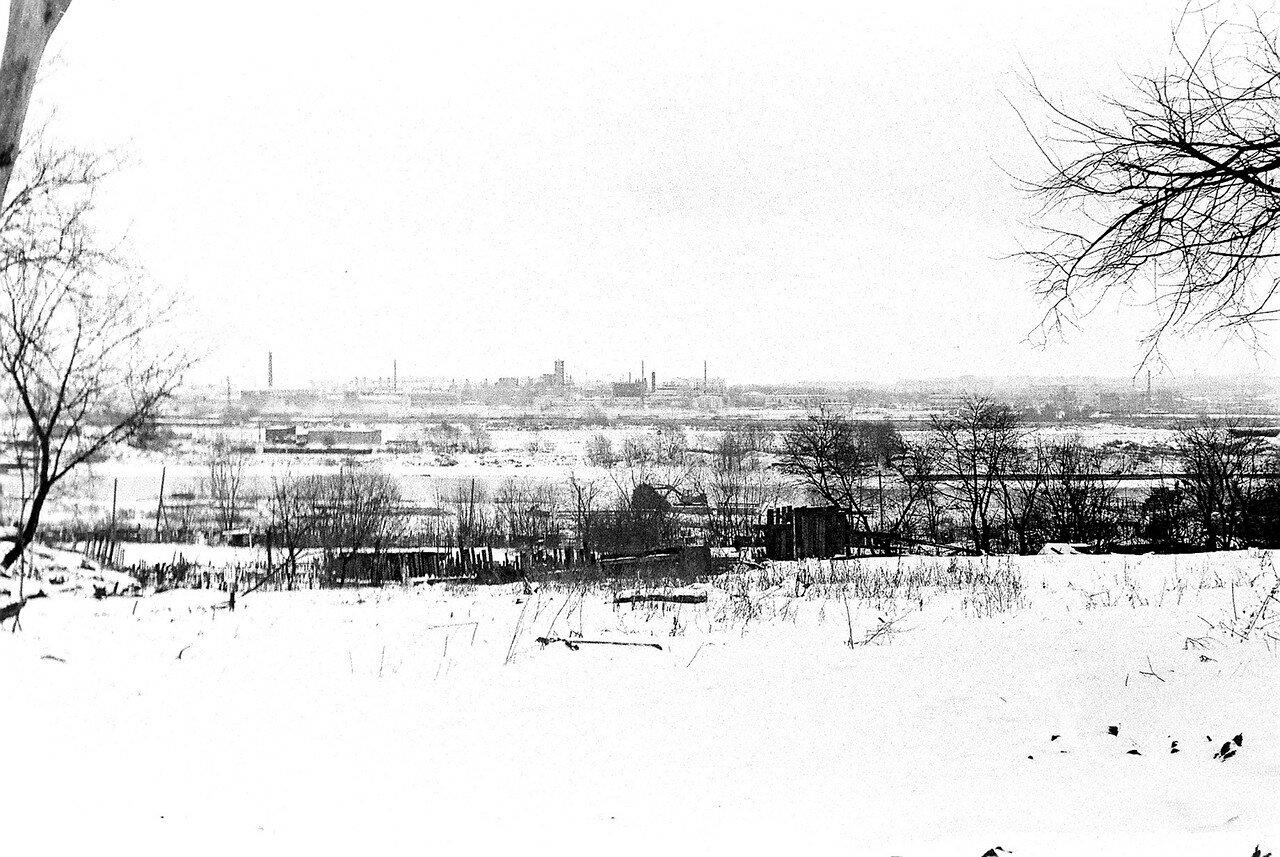 1981. Вид с улицы Нижней на деревенские огороды. К этому времени практически все дома снесены, жители выселены, но огороды, сбегавшие к Москва-реке, еще оставались