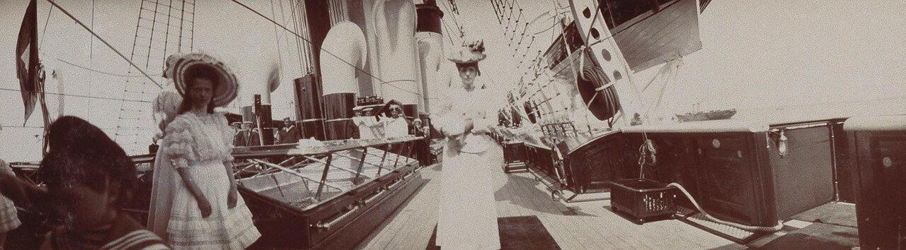 33. Королева Александра и другие  на палубе Императорской яхты «Штандарт»