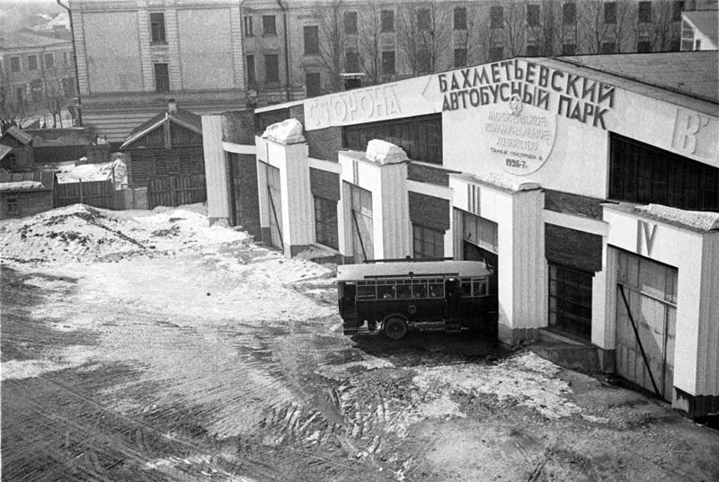 Bakhmetevsky Bus Garage in Moscow, arch. Konstantin Melnikov, 1926-7.jpg