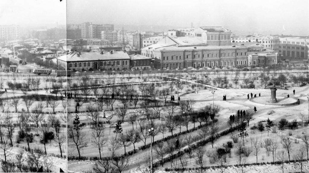 Театр и прилегающая территория в начале 1950-х годов.jpg