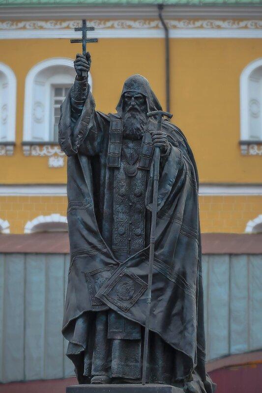 Памятник патриарху Гермогену в Александровском саду2.jpg