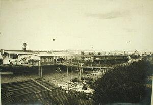 Общий вид пристани с баржами-лазаретами на р. Сунгари