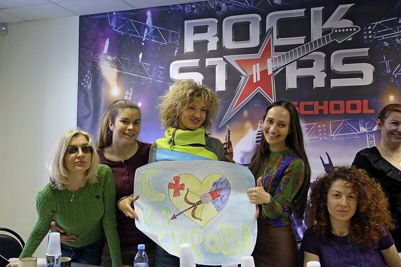 Фотосессия арт-группы «Soprano Турецкого» и школы рока Rock Stars school Киров с подарком от учеников школы