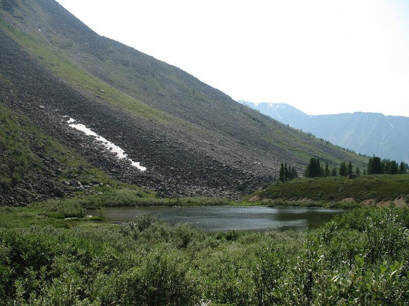 Горное озеро на перевале Чойган