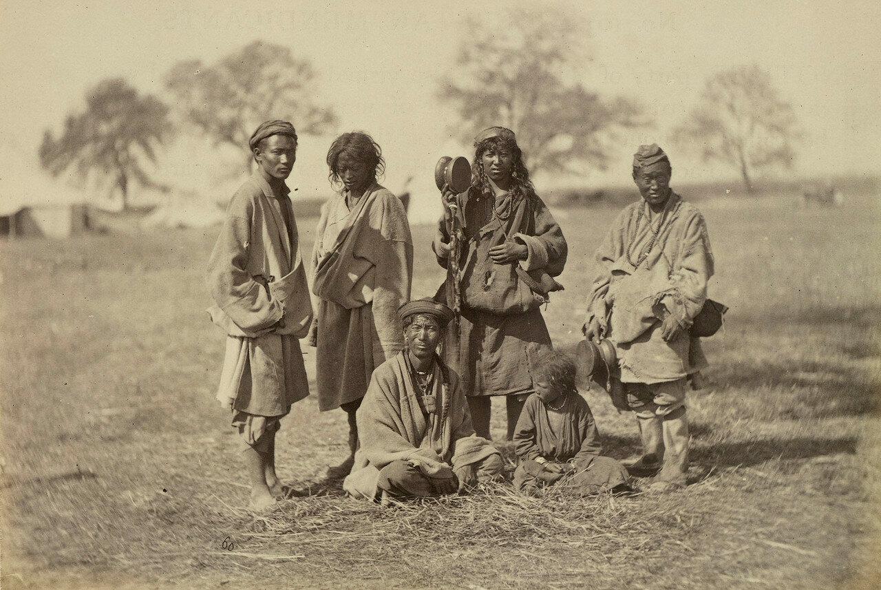 102. Группа тибетцев