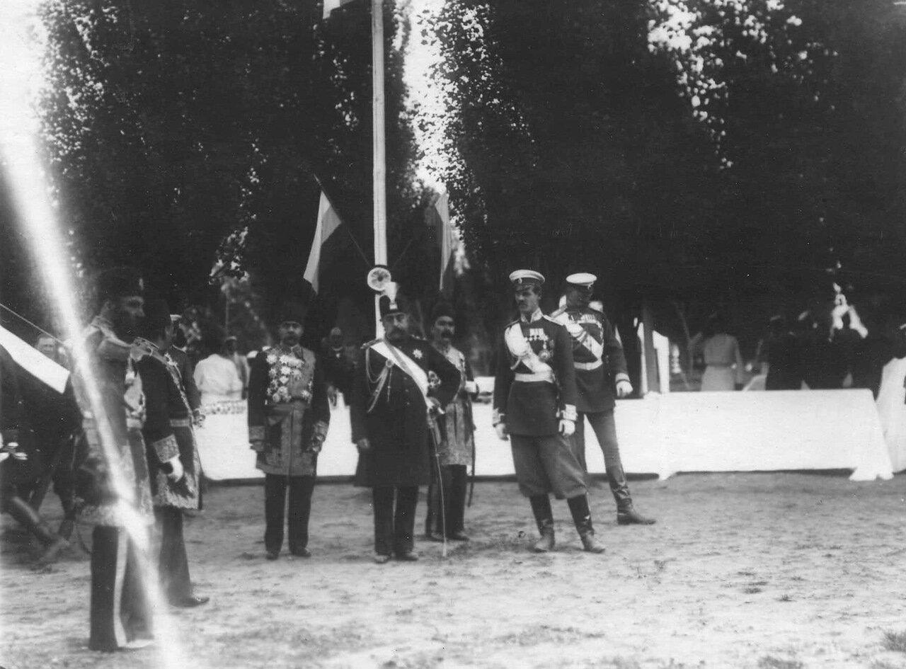 18.Персидский шах Мозафар-эд-дин с группой офицеров
