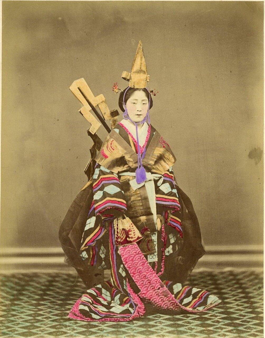 Девушка в традиционном костюме