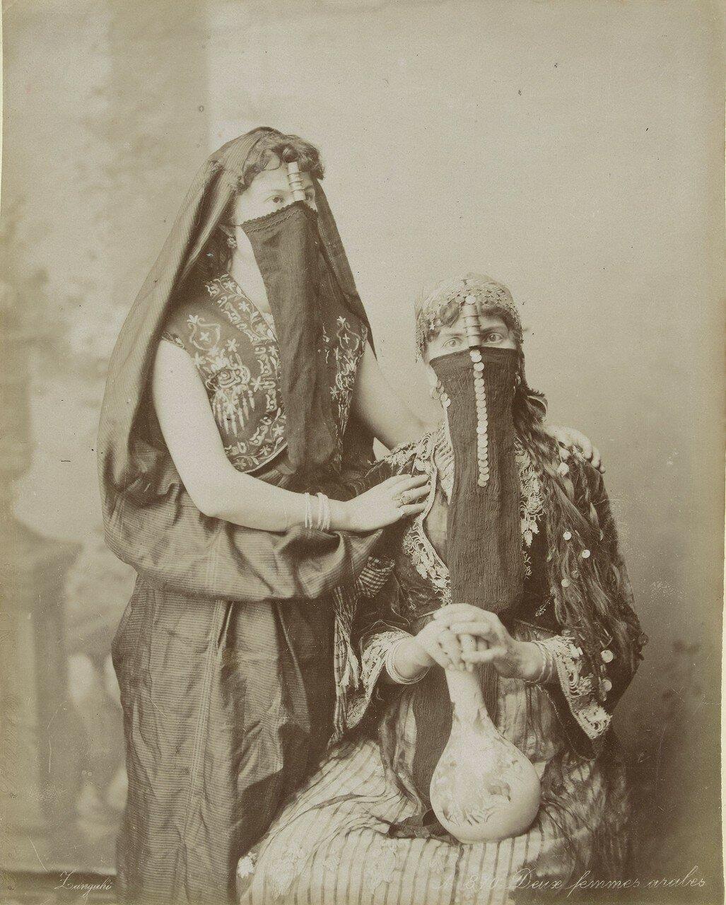 Портрет двух женщин в чадре