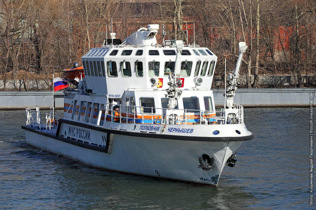 фотография многоцелевой пожарно-спасательный корабль Полковник Чернышев на Москве-реке