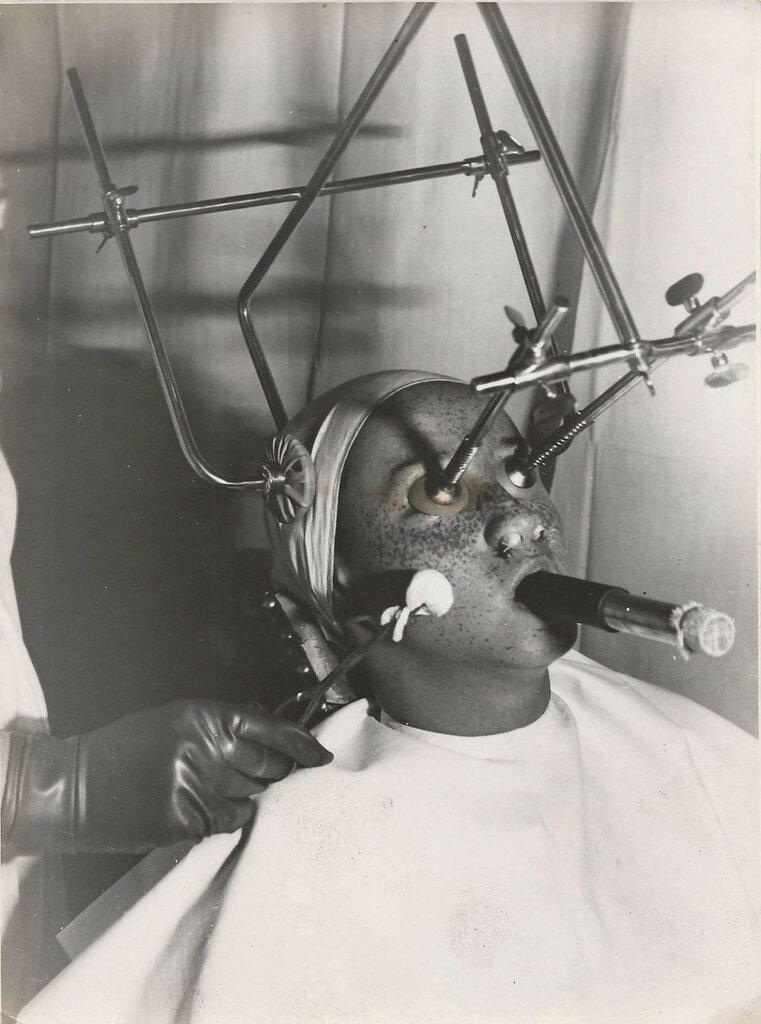 Hungary Electroschock Psychiatry 1930.jpg