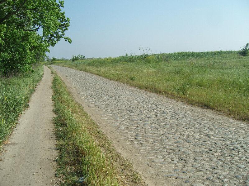 старая булыжно-каменная дорога