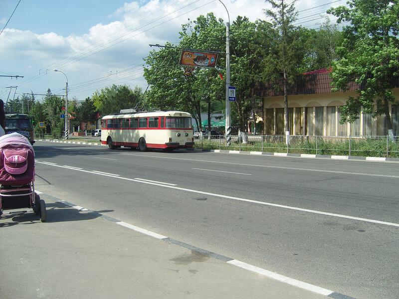старый троллейбус на шоссе Симферополь-Алушта