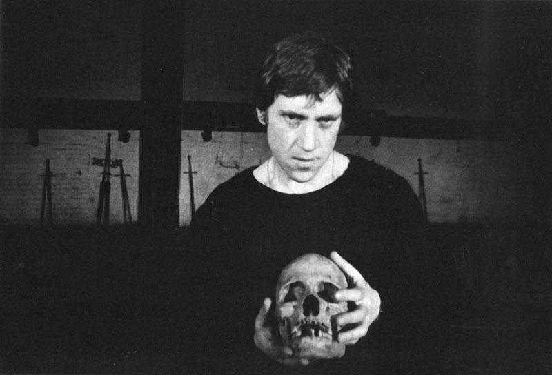 !Владимир Высоцкий. ''Гамлет''. Театр  на   Таганке, 1972.JPG