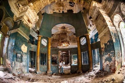 Прогулка по заброшенному храму Казанской иконы Божьей Матери в Яропольце