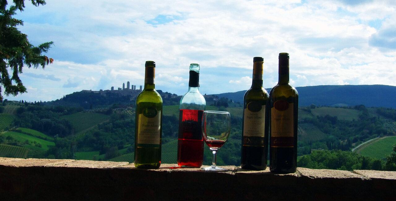 Вид из дегустационной террасы на городок Сан-Джиминьяно (San Gimignano)