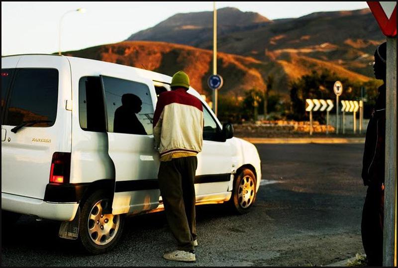 6. Существуют серьезные штрафы за прием на работу нелегального иммигранта. Но африканские рабочие зн