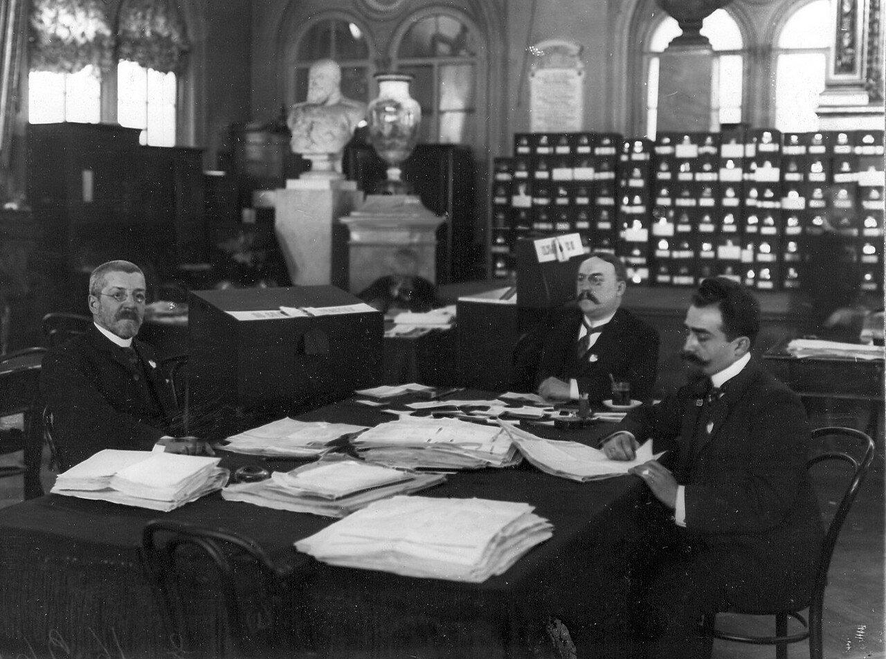 Апрель 1906. Подготовка к выборам выборщиков в Первую Государственную думу в зале Городской думы.