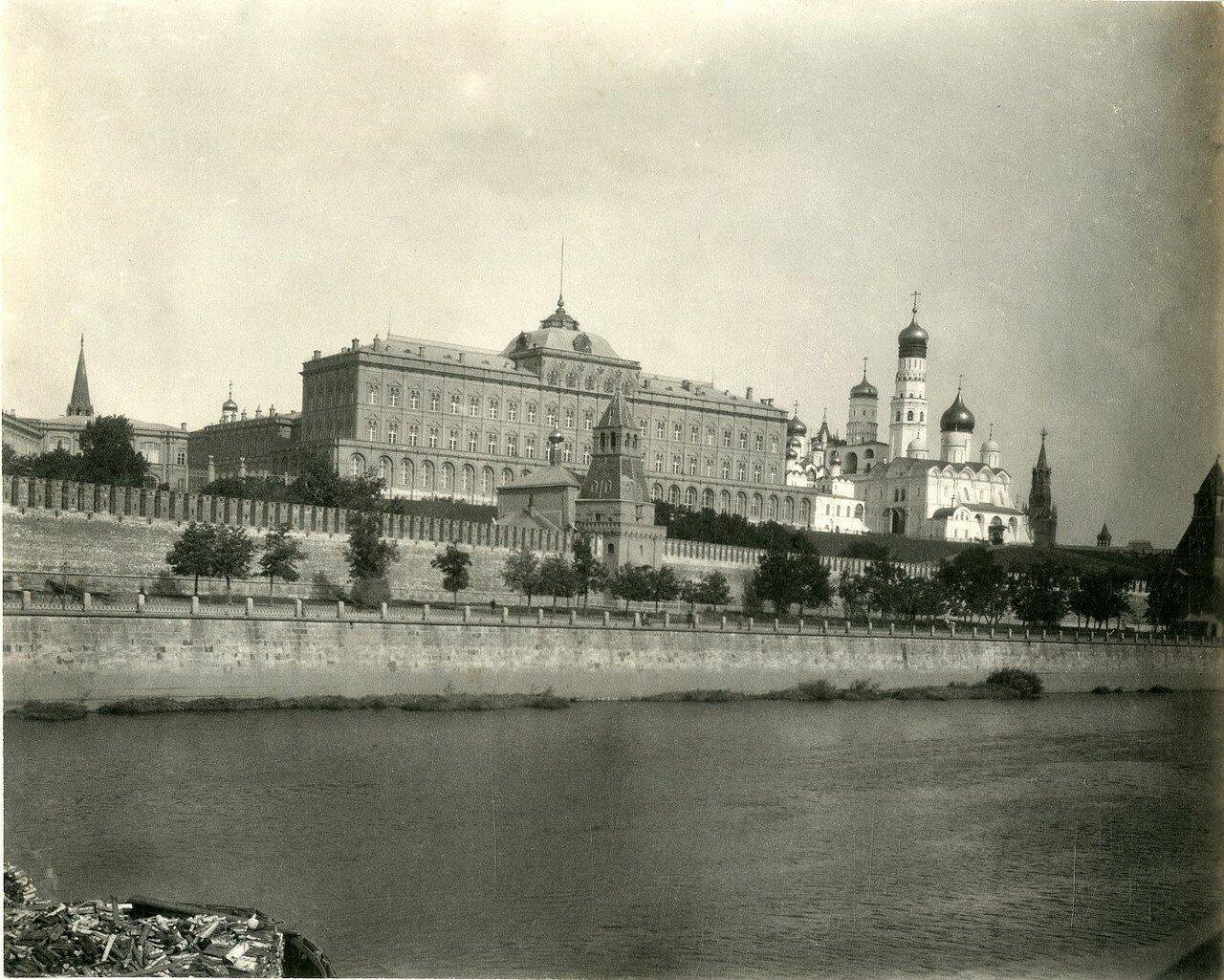 108. Вид на Кремль