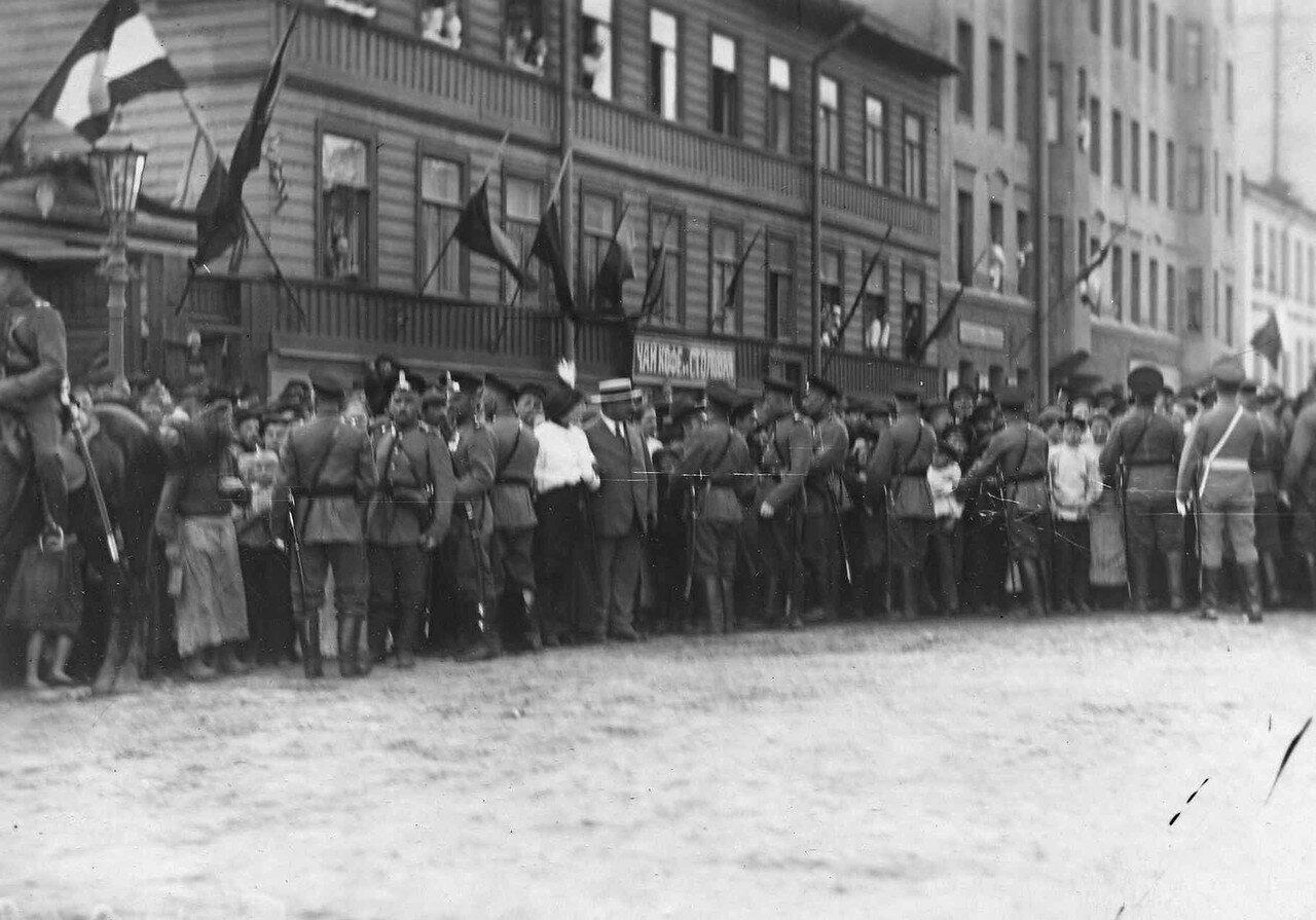 52. Толпа любопытных на улице в ожидании приезда Р.Пуанкаре. 8 июля 1914