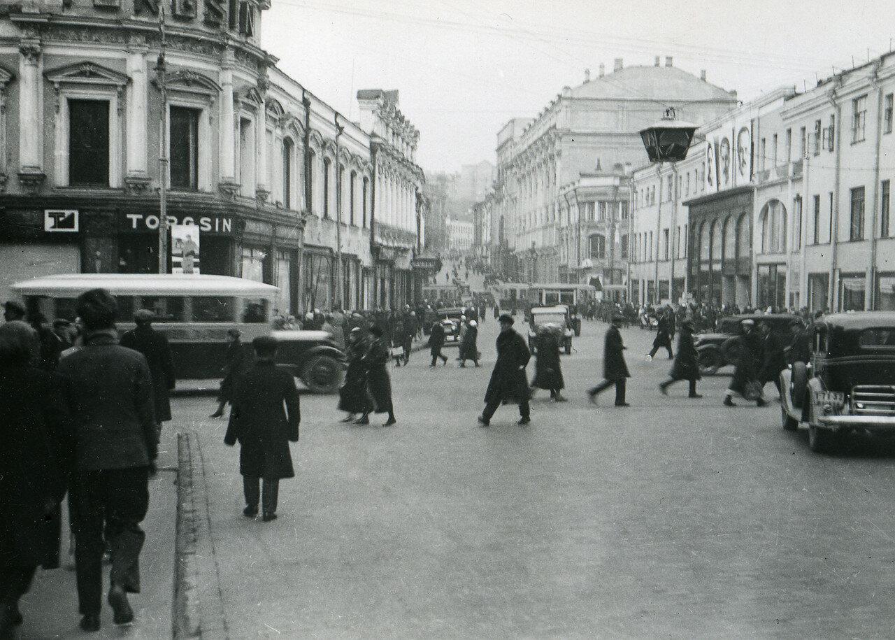 1935. Угол Кузнецкого моста и Петровки